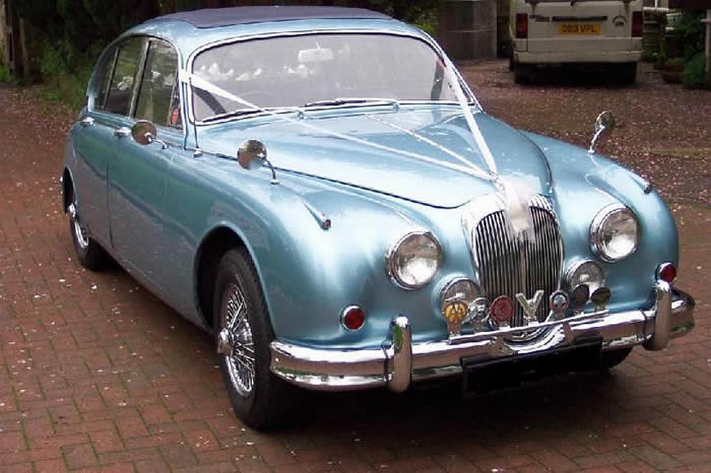 classic daimler v8 wedding car wedding car hire croydon. Black Bedroom Furniture Sets. Home Design Ideas