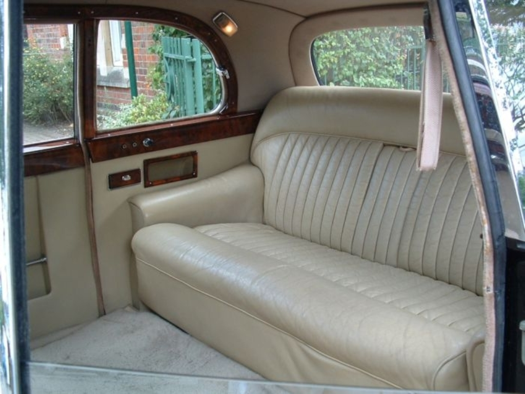 1960s daimler wedding car wedding car hire st albans hertfordshire. Black Bedroom Furniture Sets. Home Design Ideas