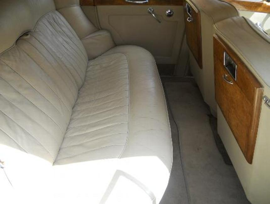 rolls royce rolls royce silver cloud wedding car in sutton surrey. Black Bedroom Furniture Sets. Home Design Ideas