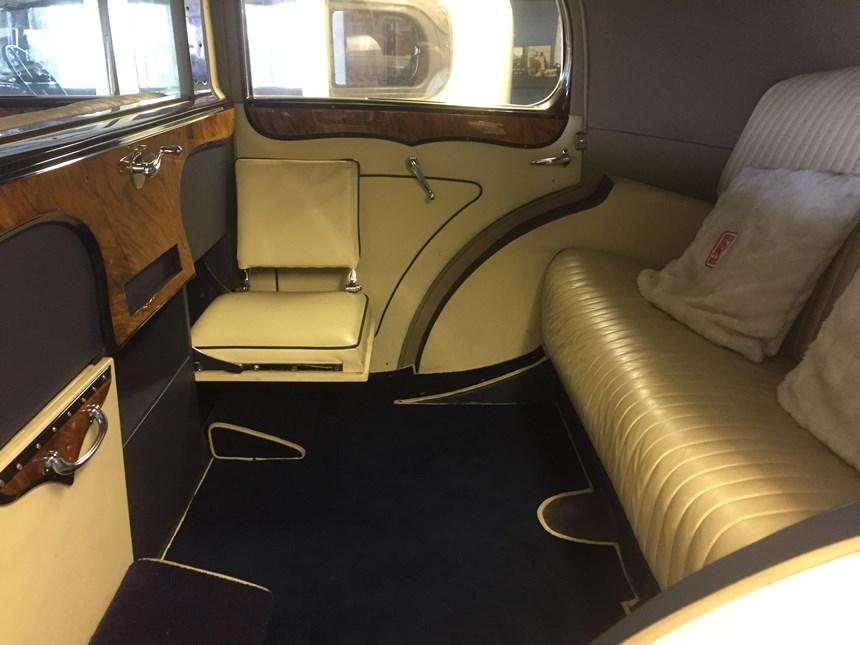 1930 39 s rolls royce vintage wedding car hire in winchester. Black Bedroom Furniture Sets. Home Design Ideas