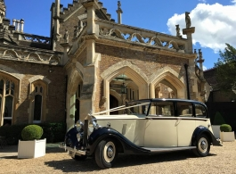 Traditional Vintage Rolls Royce for weddings in Maidenhead