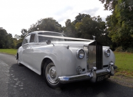 White Rolls Royce Silver Cloud in Winchester