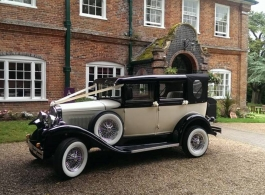 Ivory and Black wedding car for hire in Thatcham