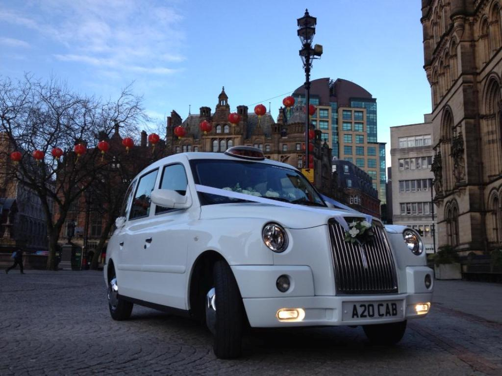 Rolls Royce Wraith For Sale >> White Wedding Taxi | London Taxi For Weddings In Manchester
